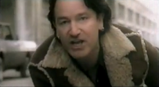 Bono, dressed up like a car crash? - Pagina 3 230px-Stuck_in_a_Moment_You_Can't_Get_Out_Of