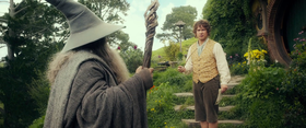 Bilbo Baggins e Gandalf in una scena del film