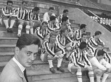 Umberto e Gianni Agnelli con la squadra, rispettivamente, negli anni cinquanta e settanta. La famiglia Agnelli detiene la maggioranza del club bianconero fin dal 1923, un unicum nel panorama calcistico mondiale.
