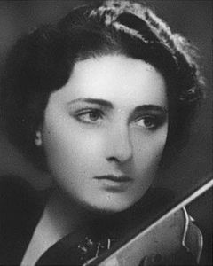 Wanda Luzzato (photo from magazine Radio Vienna 1938).jpg