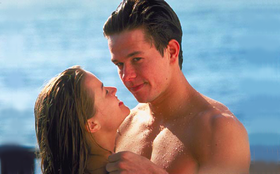 Reese Witherspoon e Mark Wahlberg in una scena del film