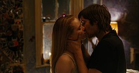 Evan Rachel Wood e Jim Sturgess in una scena del film