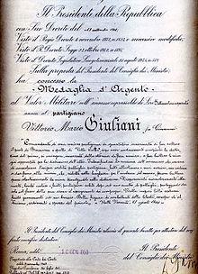La medaglia d'argento conferita a Giuliani per le azioni ai ponti di Brossasco e Val Curta