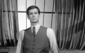 Anthony Perkins in una scena del film