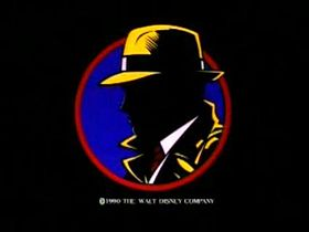 Silhouette del personaggio di Dick Tracy catturato in uno screenshot del trailer originale del film Dick Tracy (1990)