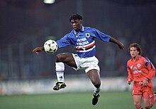 Seedorf in azione con la maglia della Sampdoria nel 1995