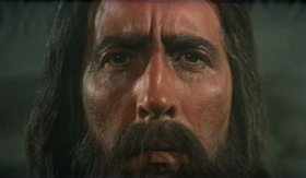 Christopher Lee in una scena del film