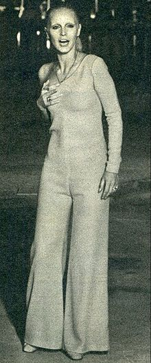 Patty Pravo durante un programma alla tv francese con un brano dell'album Per aver visto un uomo piangere e soffrire Dio si trasformò in musica e poesia (1971).