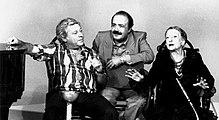 Paolo Villaggio con Maurizio Costanzo, che lo scoprì e lanciò nel mondo dello spettacolo nel 1967, e Paola Borboni, durante una puntata di Bontà loro.