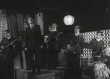 Gianni Morandi canta Non son degno di te nel film