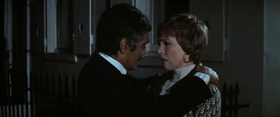 Omar Sharif e Julie Andrews in una scena del film