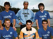 Taglialatela (accosciato, al centro) al Napoli nella stagione 1993-1994, assieme a Pecchia, il tecnico Lippi, Caruso, Fabio Cannavaro e Altomare.