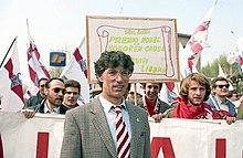 Umberto Bossi a Pontida nel 1990