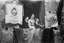 Il Principe Umberto di Savoia al balcone del Municipio di Montella nel 1936