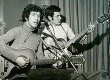Edoardo Bennato nel 1969 dal vivo con il suo bassista Marco Ghirardelli