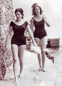 A sinistra la principessa Soraya di Persia in un suo soggiorno a Rapallo nel 1960.
