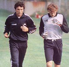 Tacconi (a destra) alla Juventus nella stagione 1983-1984, in allenamento insieme al preparatore Dino Zoff.