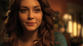 Elena Satine interpreta Mera in Smallville.