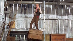 Fred Astaire in una scena del film