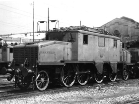Una E.431 in sosta in un deposito locomotive.