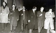 Enrico Berlinguer (a destra) con Pecchioli, Giuliano Pajetta, Curzi, Pintor e Ingrao nel 1965