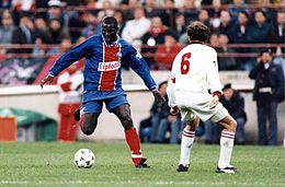 Champions League 1994-95 - Milan vs PSG - George Weah e Franco Baresi.jpg