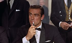Qual'è l'attore l'attrice con cui andresti subito? 280px-Bond_james_bond