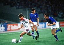 Berti, assieme a Paolo Maldini, con la maglia dell'Italia ai Mondiali 1990, in marcatura su Tomáš Skuhravý.