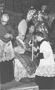A destra un giovanissimo Pino Puglisi con il cardinale Ernesto Ruffini