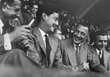 Partita del 23 ottobre 1960, tribuna d'onore a Firenze, da sinistra il presidente Befani con i fratelli Agnelli e il dirigente Artemio Franchi.