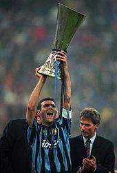 L'italiano Beppe Bergomi, con 96 partite giocate, è il recordman di presenze nella manifestazione.