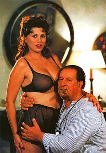 Serena Grandi e Tinto Brass in uno scatto di scena sul set di Miranda (1985)