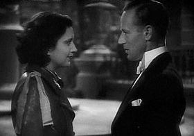 Kay Francis e Leslie Howard in una scena del film
