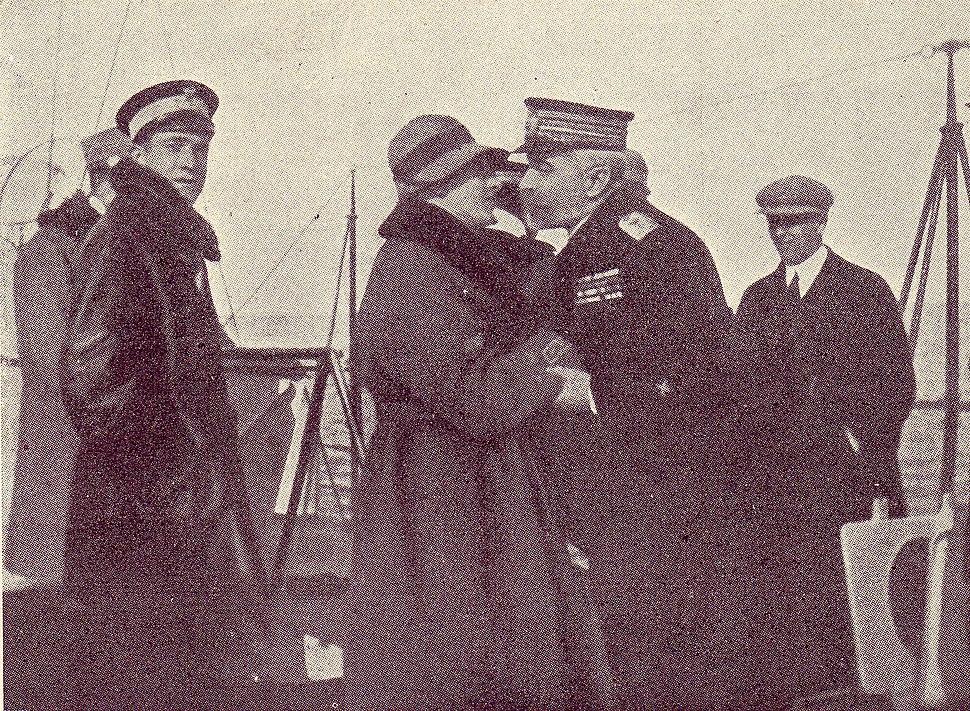 D'Annunzio e l'ammiraglio Millo a bordo dell'Indomito