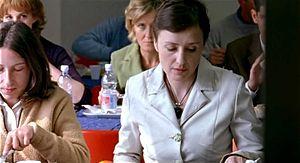 Una scena del film Mi piace lavorare (Mobbing) con Nicoletta Braschi. Foto da www.wikipedia.it