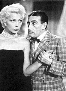 Isa Barzizza accanto a Totò nel film Le sei mogli di Barbablù (1950)