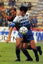 Roberto Ripa con la maglia della Fidelis nel 1992 in azione al Renato Dall'Ara contro il Bologna