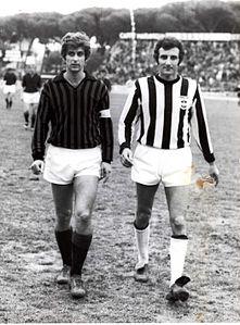 Rossano Giampaglia, a destra, con Gianni Rivera prima di un'amichevole tra i Viareggini e il Milan.