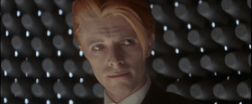 Uomochecaddesullaterra-Bowie.png