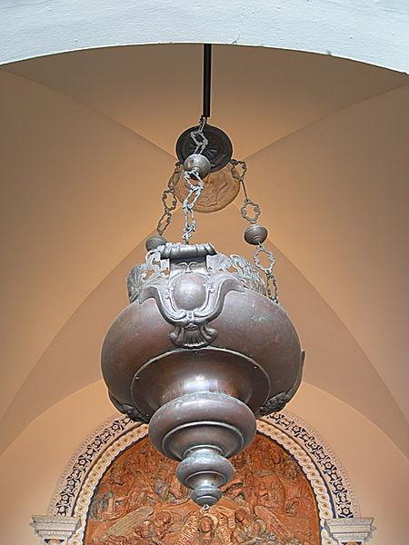 https://upload.wikimedia.org/wikipedia/it/thumb/a/a8/Lampada_galileo_camposanto.jpg/450px-Lampada_galileo_camposanto.jpg
