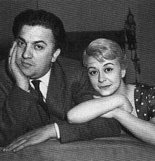Federico Fellini con la moglie Giulietta Masina, protagonista de La strada nei panni di Gelsomina