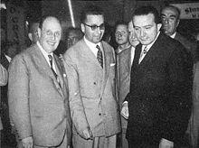 Licio Gelli (al centro) con Giulio Andreotti (a destra) all'inaugurazione dello stabilimento Permaflex di Frosinone.