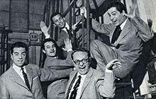 Raffaele Pisu, Pierluigi Pelitti, Paolo Ferrari, Gianni Bonagura e Nino Manfredi nella compagnia del Teatro di rivista della RAI di Roma nel 1954