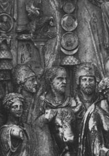 Ritratto di Tiberio Claudio Pompeiano (al centro)
