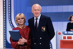 Raimondo Vianello con Sandra Mondaini nel gioco a premi Zig Zag (Canale 5, 1983-1986).