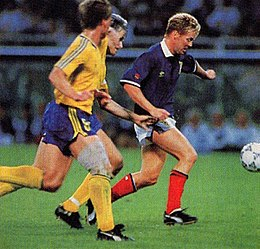Mondiali 1990 - Svezia vs Scozia - Mo Johnston.jpg