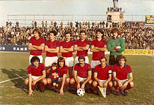 Un giovane Tacconi (in piedi, primo da destra) nella Sambenedettese della stagione 1979-1980