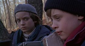 Elijah Wood e Macaulay Culkin in una scena del film
