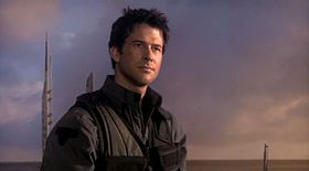 Joe Flanigan interpreta John Sheppard