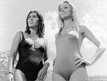 Lilli Carati e Gloria Guida sul set di Avere vent'anni (1978)